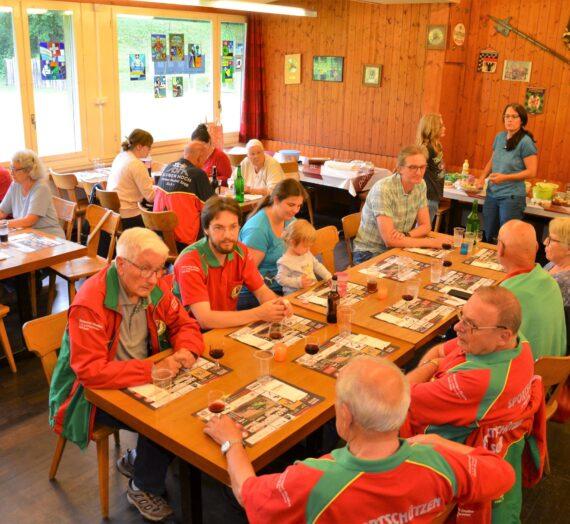 Das zur Tradition gewordene Bräteln mit Familie im Schützenhaus Obertel in Suhr fand auch dieses Jahr statt.